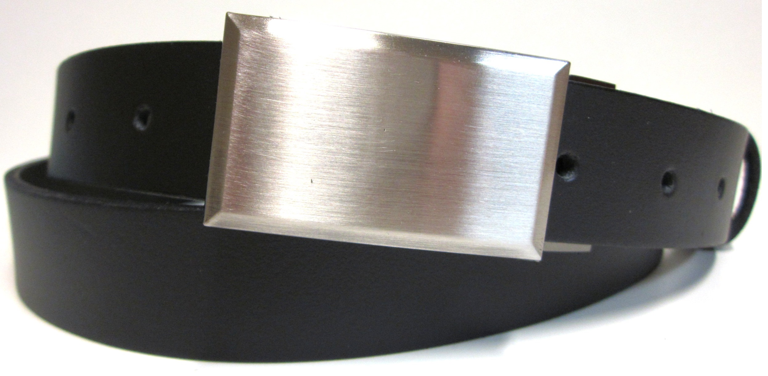 8c0512381 Opasok čierny kožený s plnou prackou